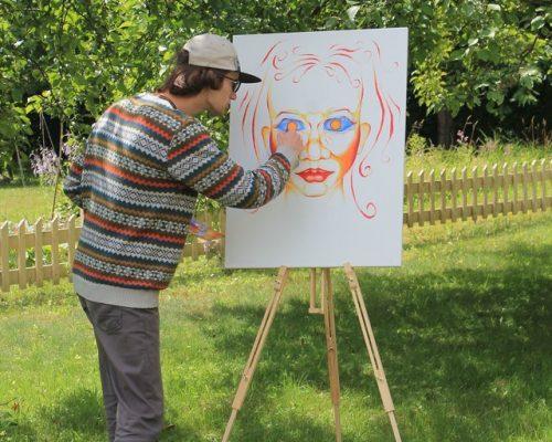 Su broliais Gataveckais vaikų namuose užaugęs Danielius svajoja tapti menininku: pristato savo kūrybą iliustracija