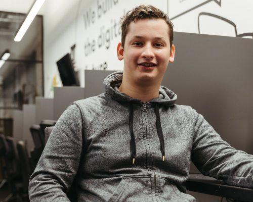 Jaunimo namuose gyvenimą kuriantis Lukas siekia tapti programuotoju: svajonė pamažu virsta realybe iliustracija